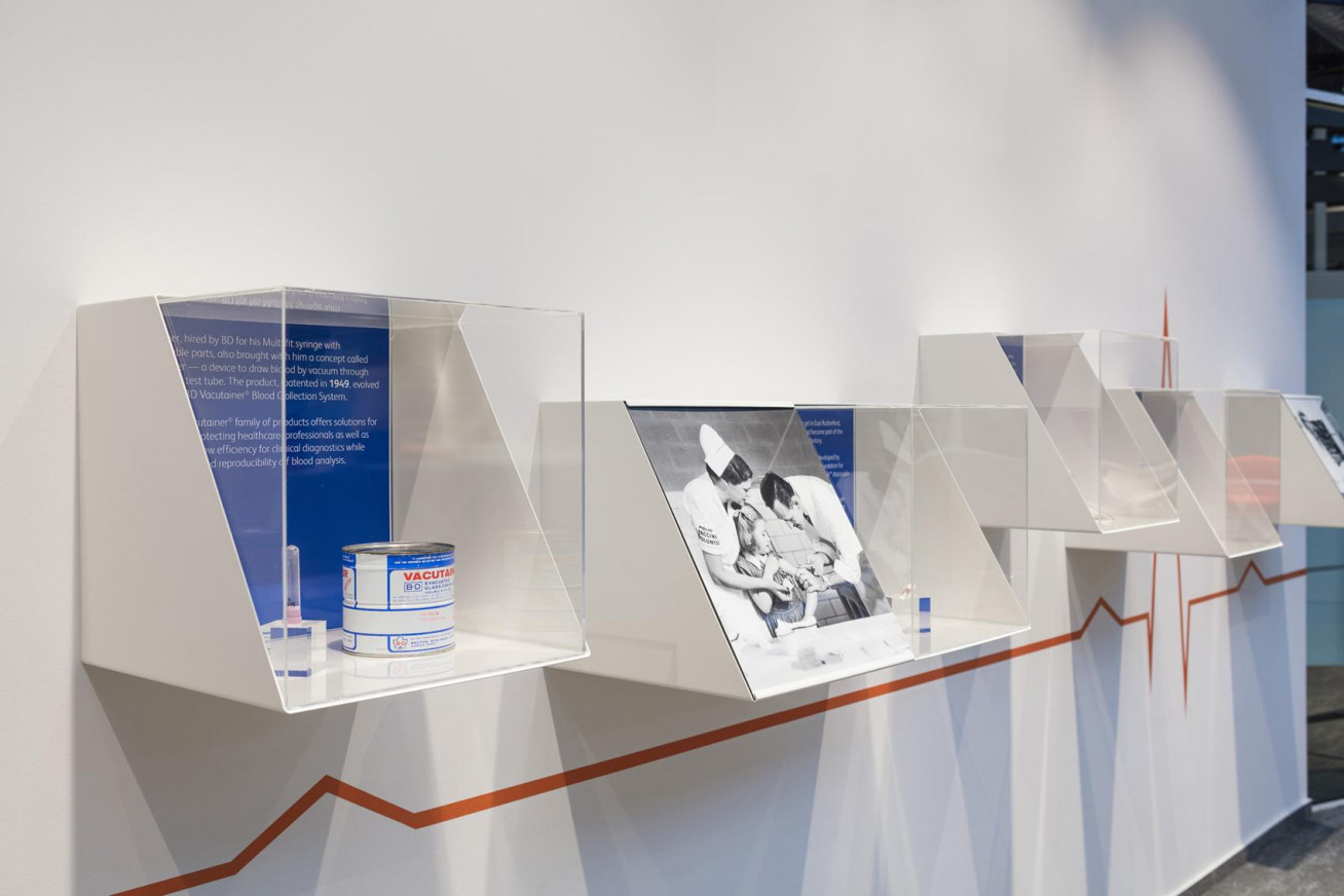 Art Nivo designed the overall retail concept and implemented from A to Z the interior of BD's...