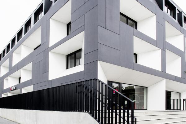 Het 'Birdhouse' gebouw dateert uit 1988 en straalde weinig identiteit uit. De gelijkvloerse...