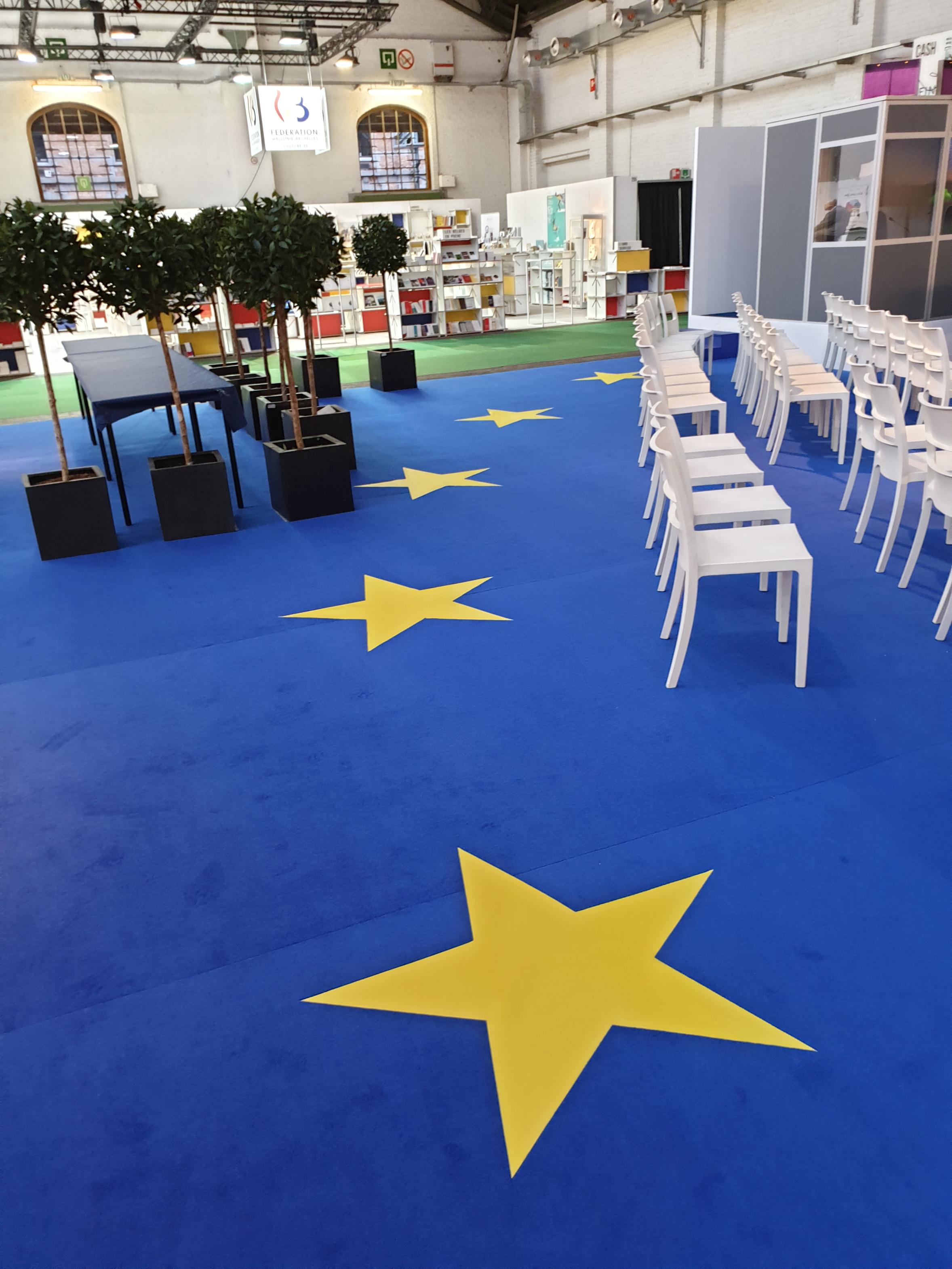 105_Geprint tapijt Place de l'Europe_GL events stand op Foire du Livre