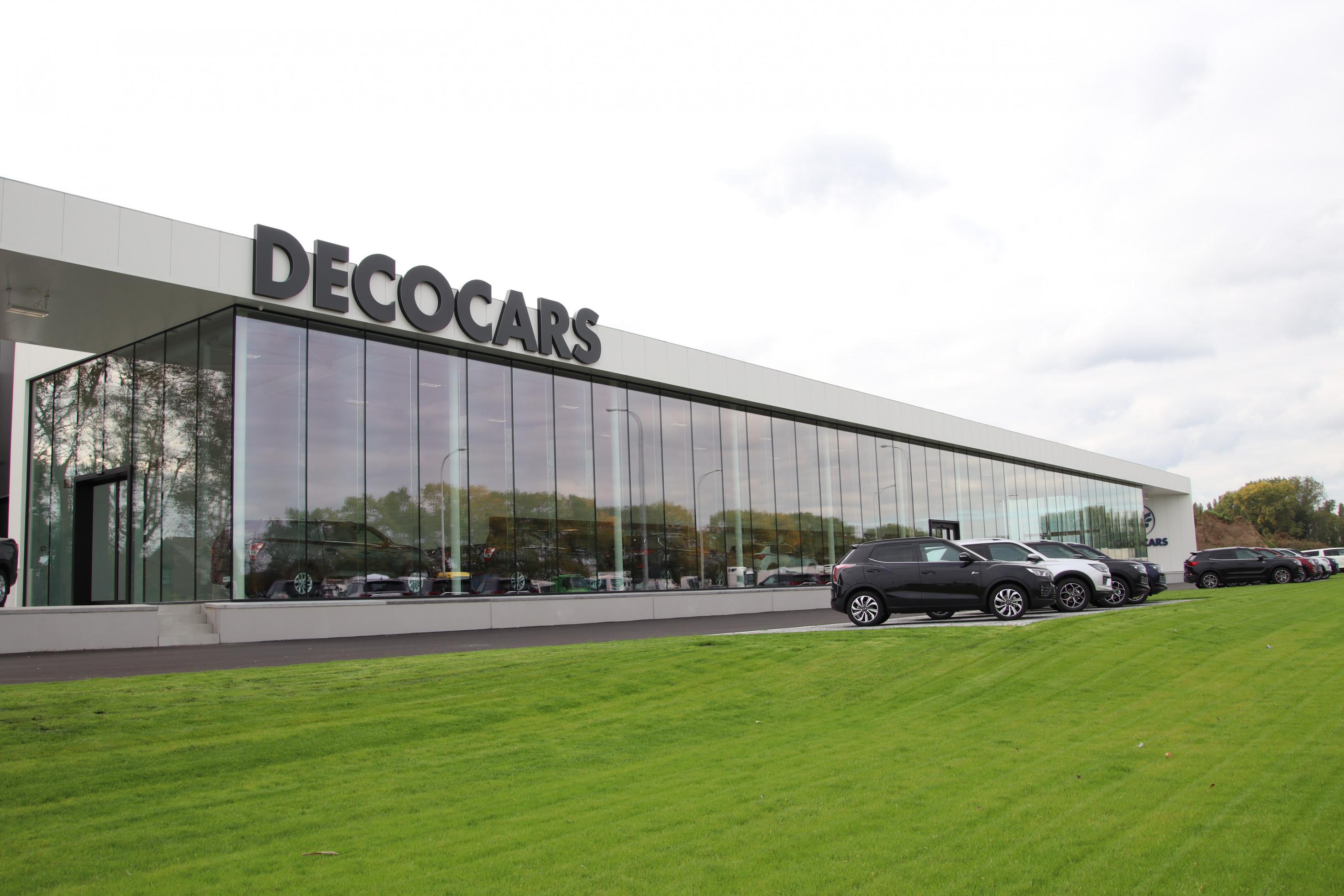 DECO-CARS Oekene. Industriegebouw. Industriebouw. Kantoorgebouw.Toonzaal. Showroom.