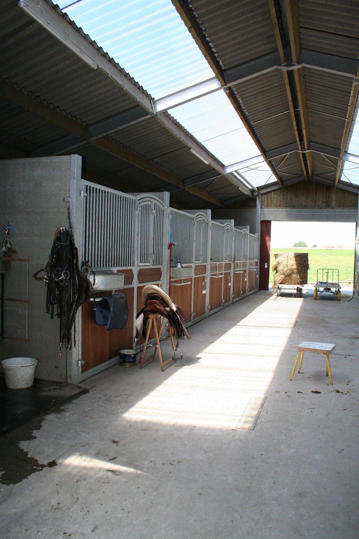 saint hermelle_paardenstallen_paardenboxen_binnenpiste_gouy les Pieton (18)
