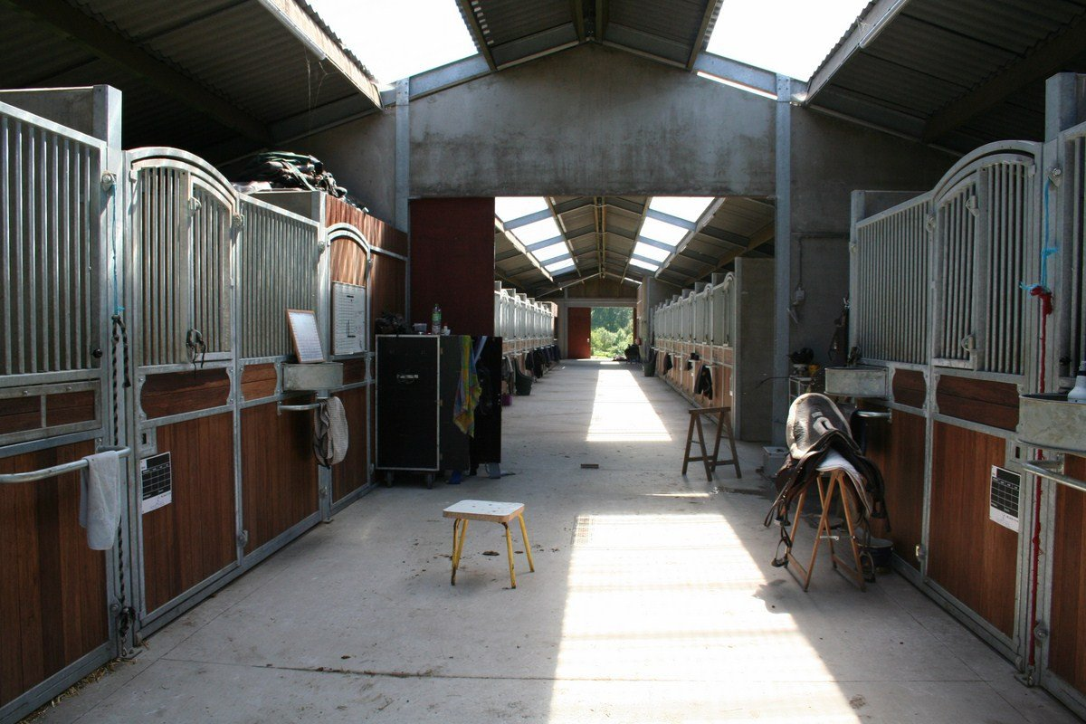 saint hermelle_paardenstallen_paardenboxen_binnenpiste_gouy les Pieton (21)