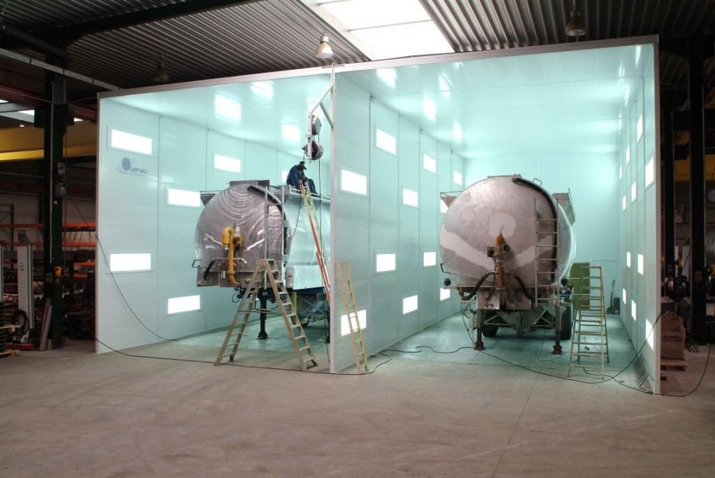 Dust control booth for tank lorry