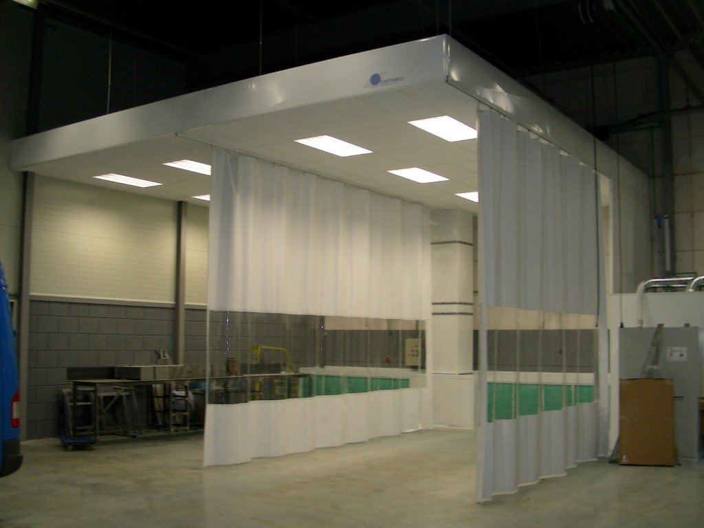 Sanding booth for vans and light and utility vehicles