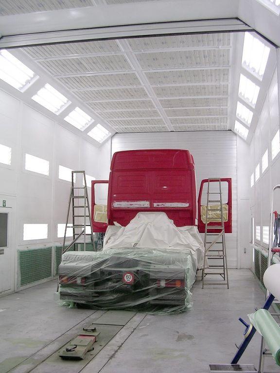 Cabine de peinture scindable pour camions avec extraction aux côtés et à l'arrière