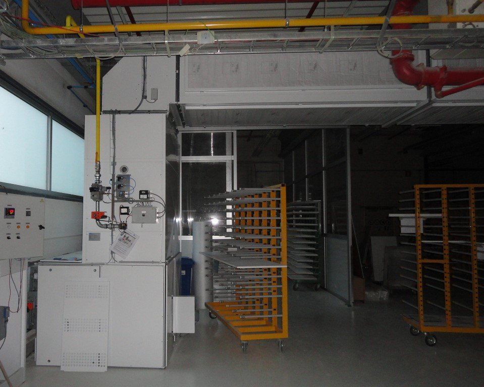 Supply unit with long air duct with filters