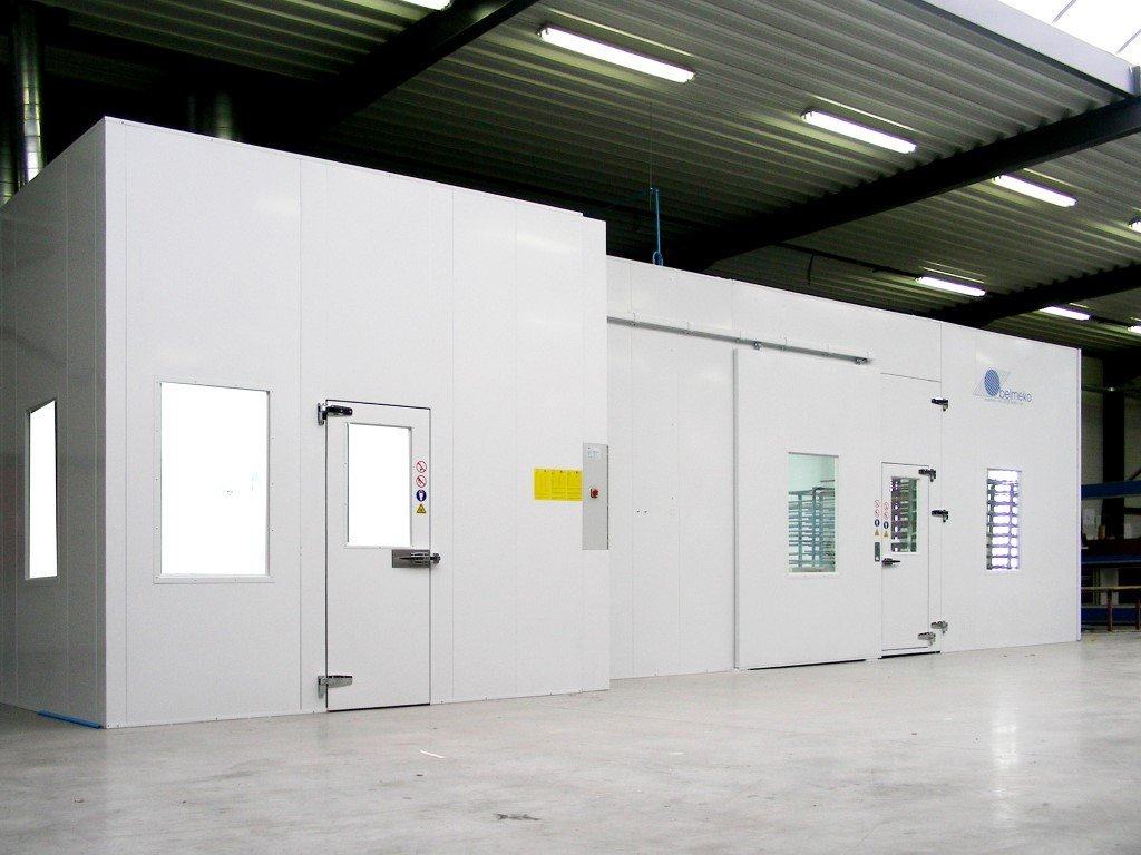 Mixing room and spraybooth looking as one integrated unit