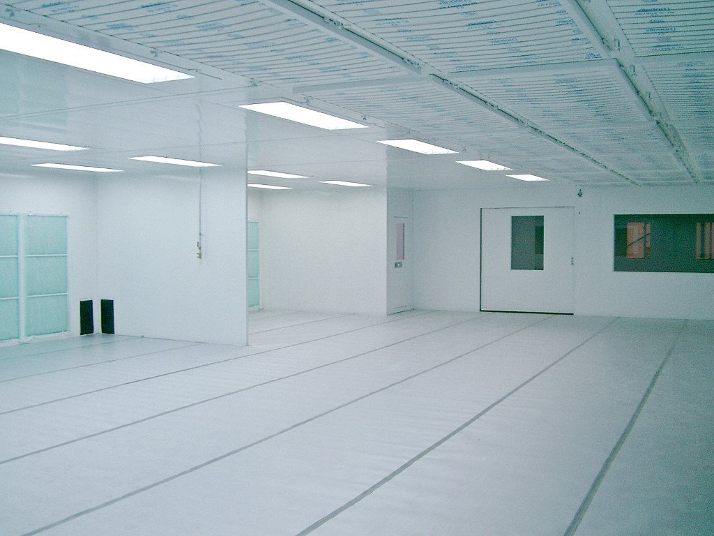 Commercial spraybooth with 3 painting zones