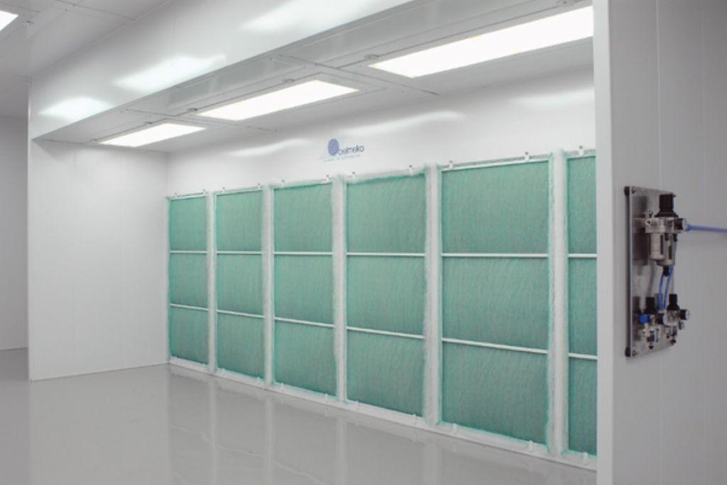 Grote verfspuitwand van 6m breed en met verfvangfilters