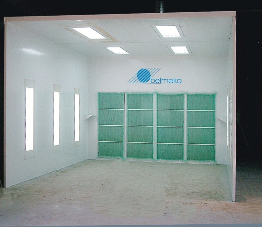 Good value for money: spraywall with 2 side walls and ceiling. This is low budget for good quality painting.