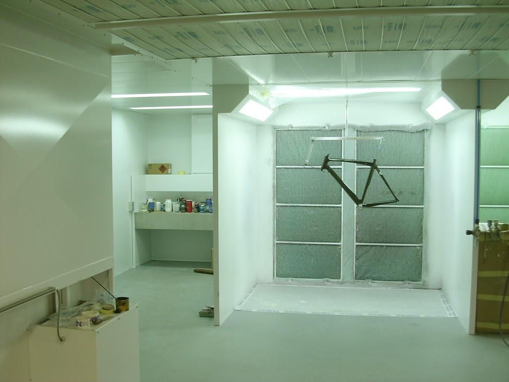 Spuitwand met mengtafel en plafondfilter