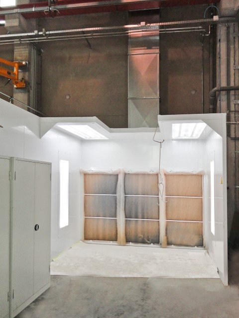 Customized open face spraybooth for entering with hoist