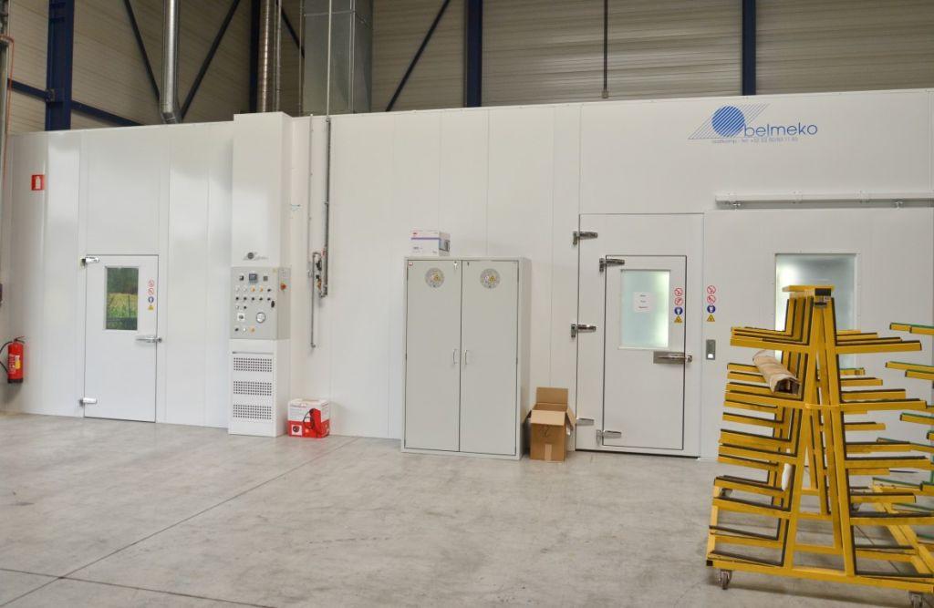 Une installation totale et harmonieux: labo de peinture avec cabine de peinture