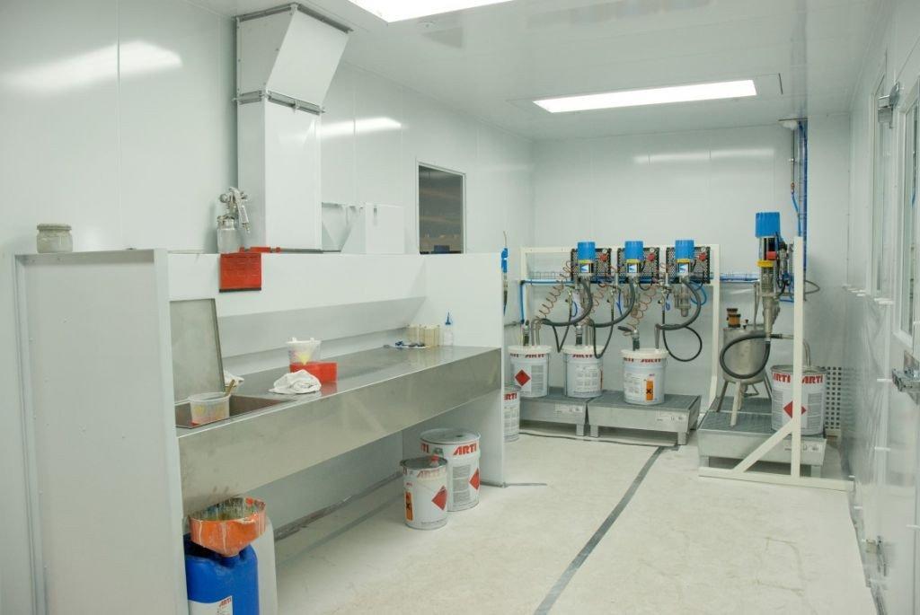 Aménagement en inox d'une labo de peinture