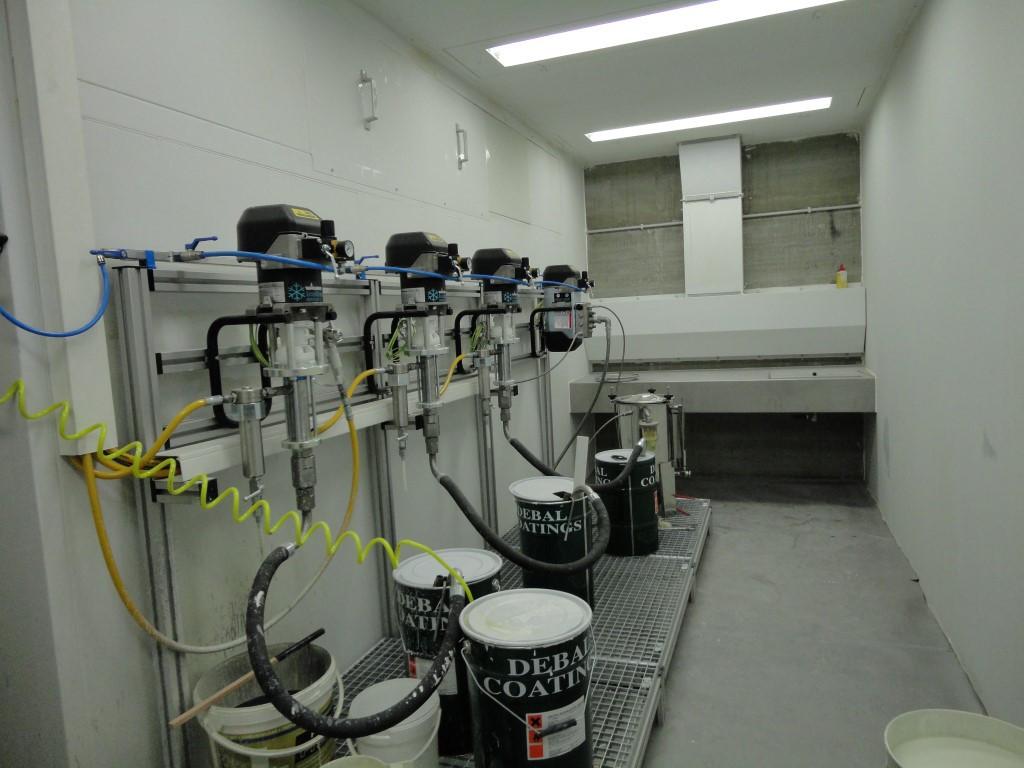 Labo de peinture sur mesure avec table ventilée
