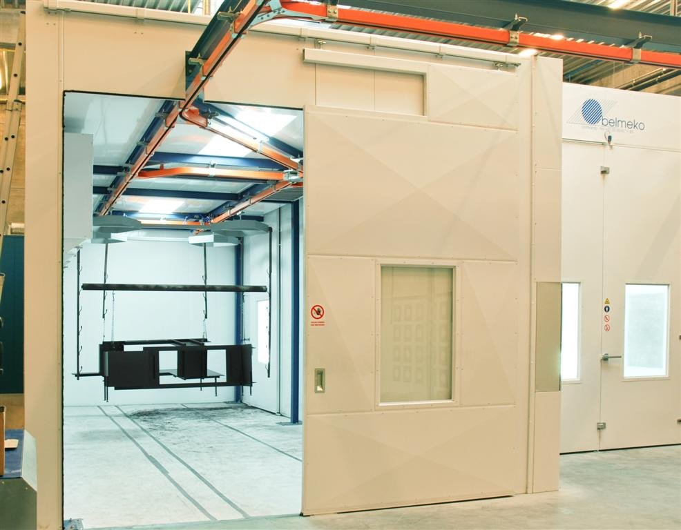 Paint shop: drying oven with direct access to spray booth