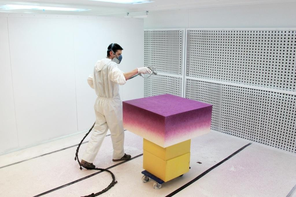 Foam coating: spray painting on polyurethane foam