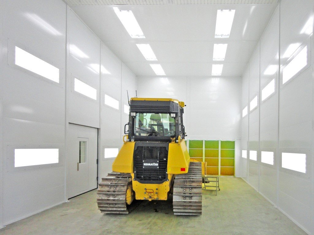 Grote spuitcabine voor o.a. bulldozers, graafmachines, kranen,…