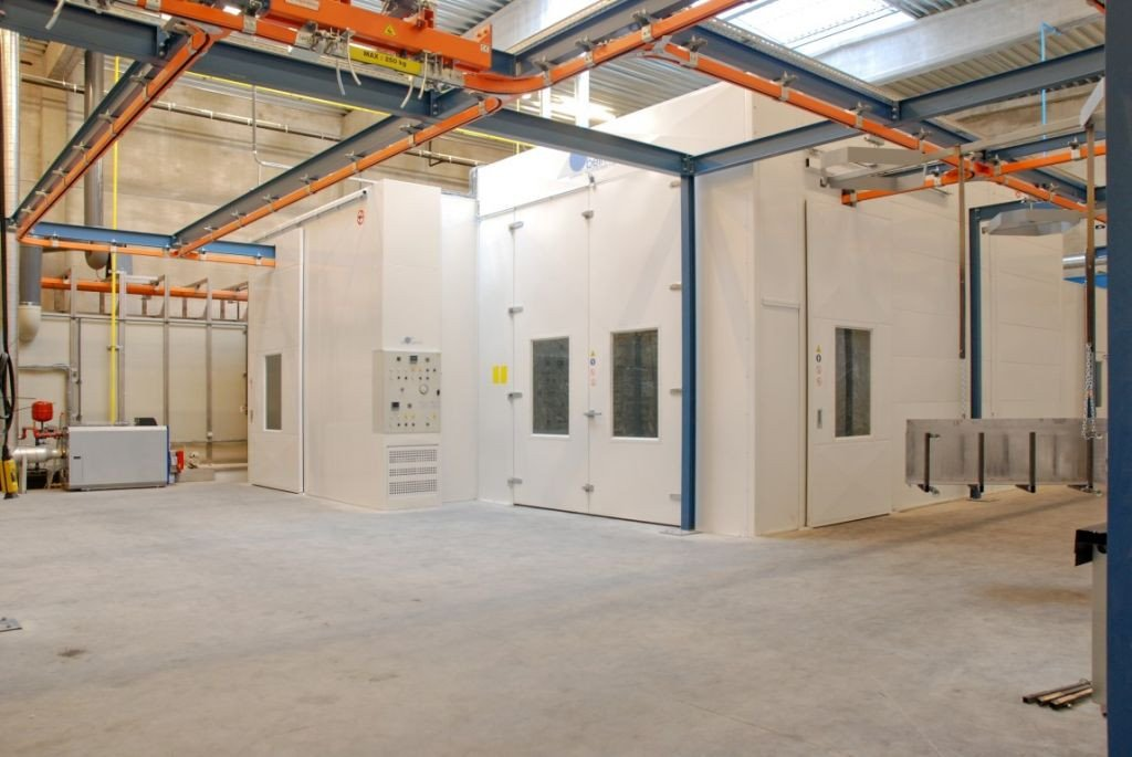 Liquid painting line with pre-treatment spray tunnel