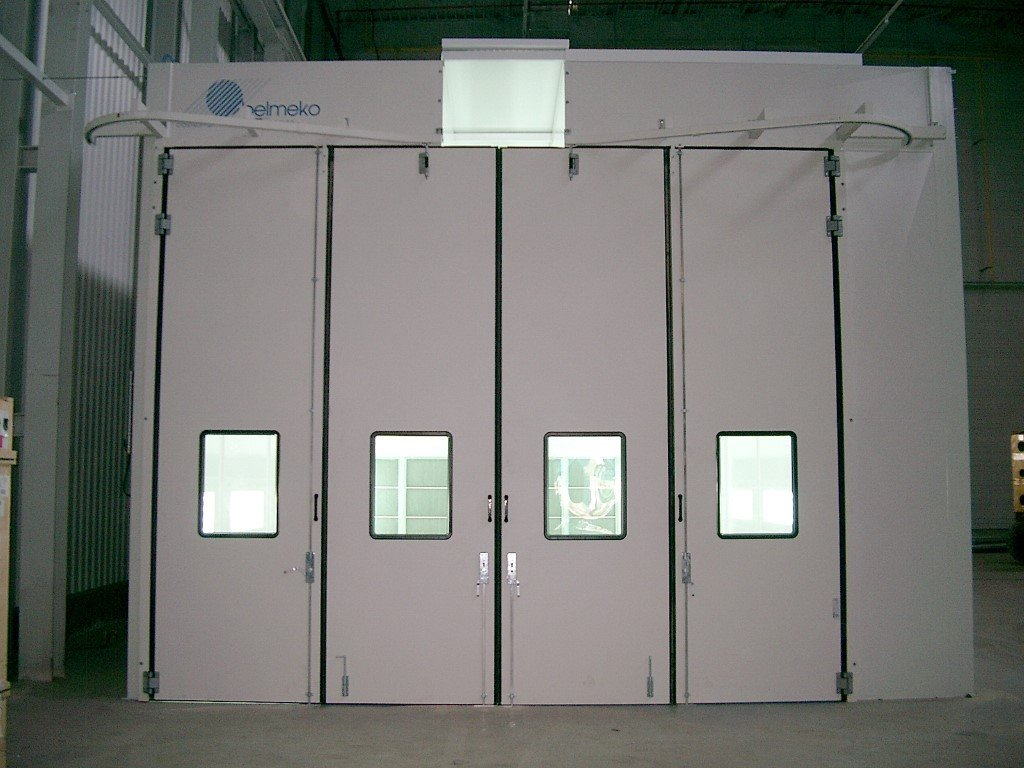 Spray and dry booth with recirculation and groove