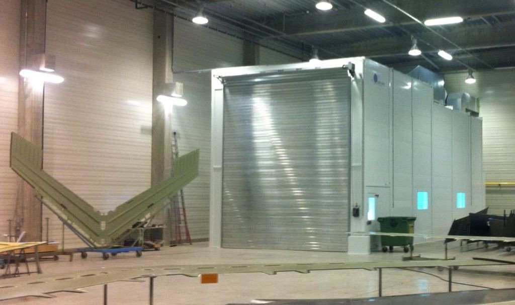 Spray and dry booth for aerospace industry including humidification