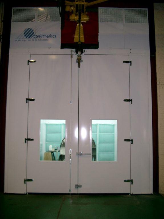 Industriële spuitcabine met elektrisch aangedreven takel voor ATEX omgeving