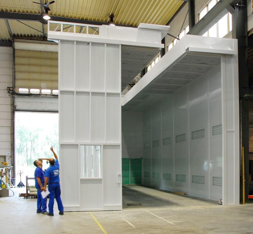 6m hoge spuitcabine voor een machinebouwer