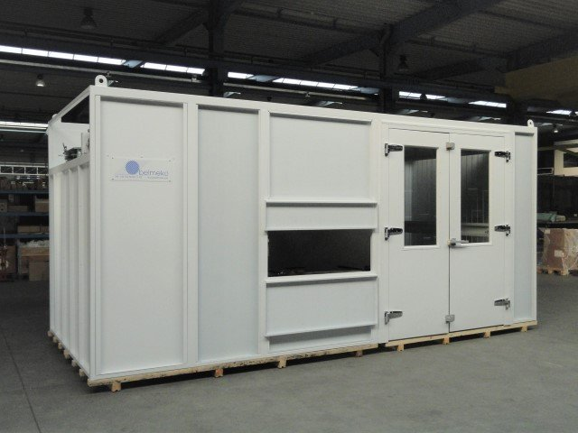 Customized movable spraybooth, to be placed in a painting line
