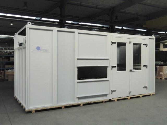 Gesloten verplaatsbare spuitcabine in een productielijn