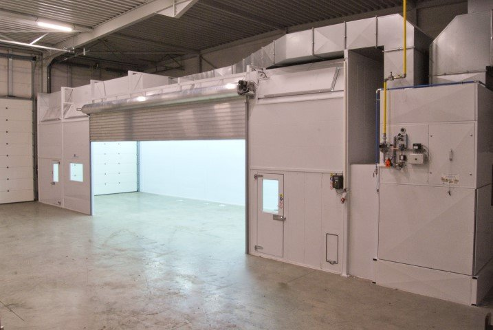 Industrial spraybooth with lateral access