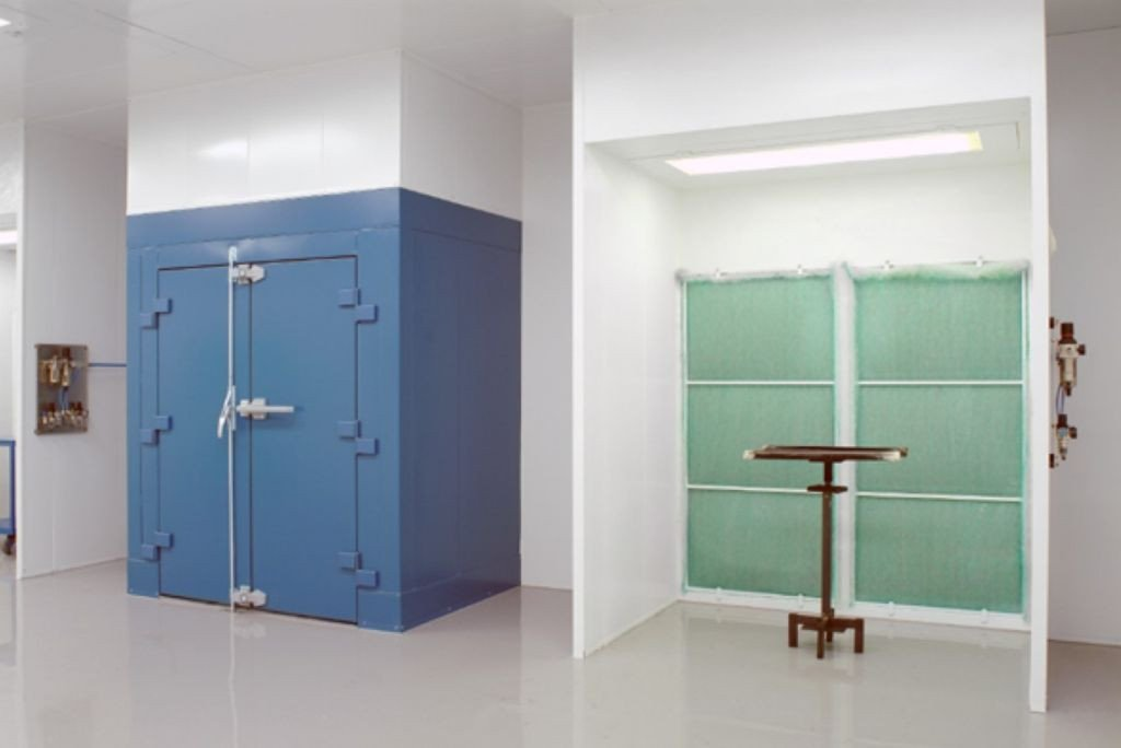 Open front spraybooth with baking oven