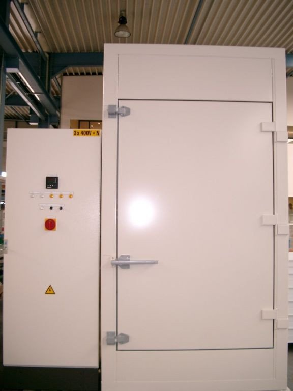 Small industrial oven of +/- 1m³; high-temperature oven