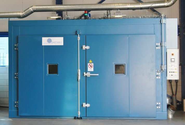 Industrial furnace for heat treatment of fiber reinforced plastic / composites