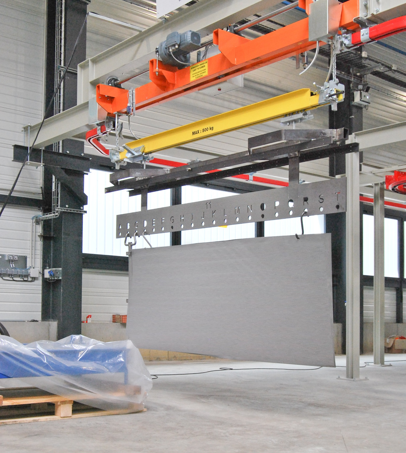 Electric lift-lower device to easily hang on heavy parts
