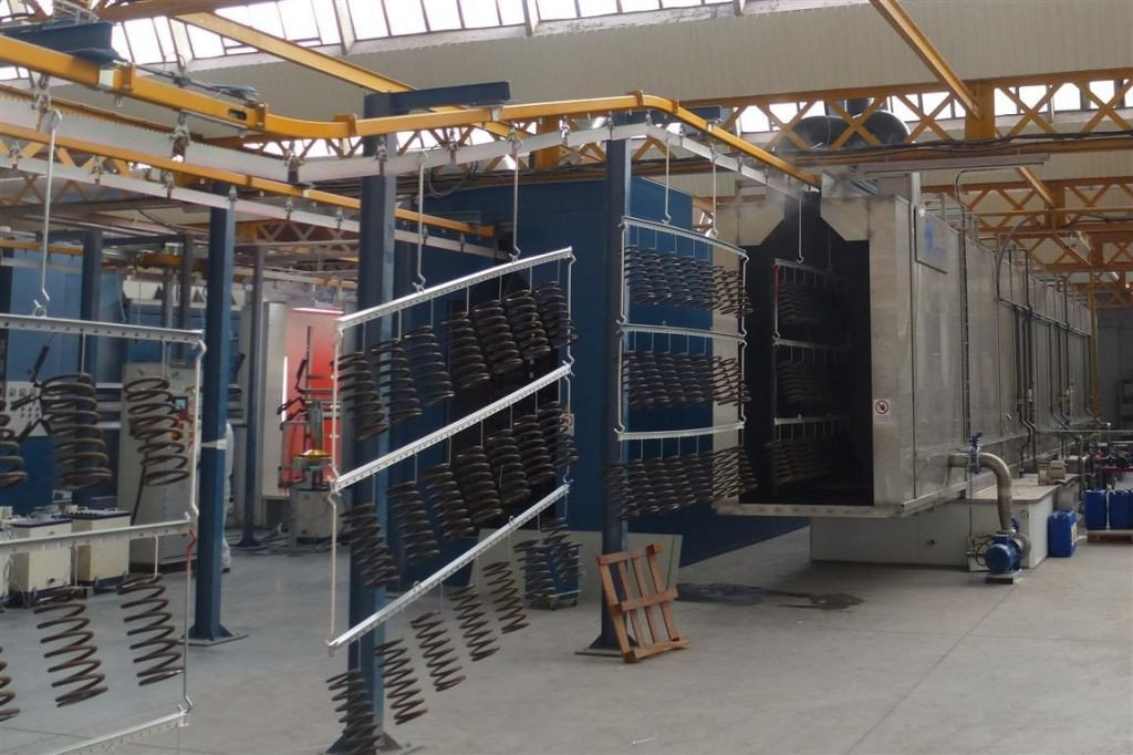 Powder coating installation: surface finishing line with pre-treatment tunnel
