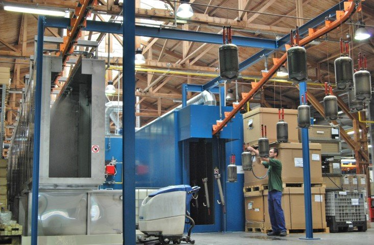 Tunnel for chemical pretreatment – degreasing with continuous conveyor