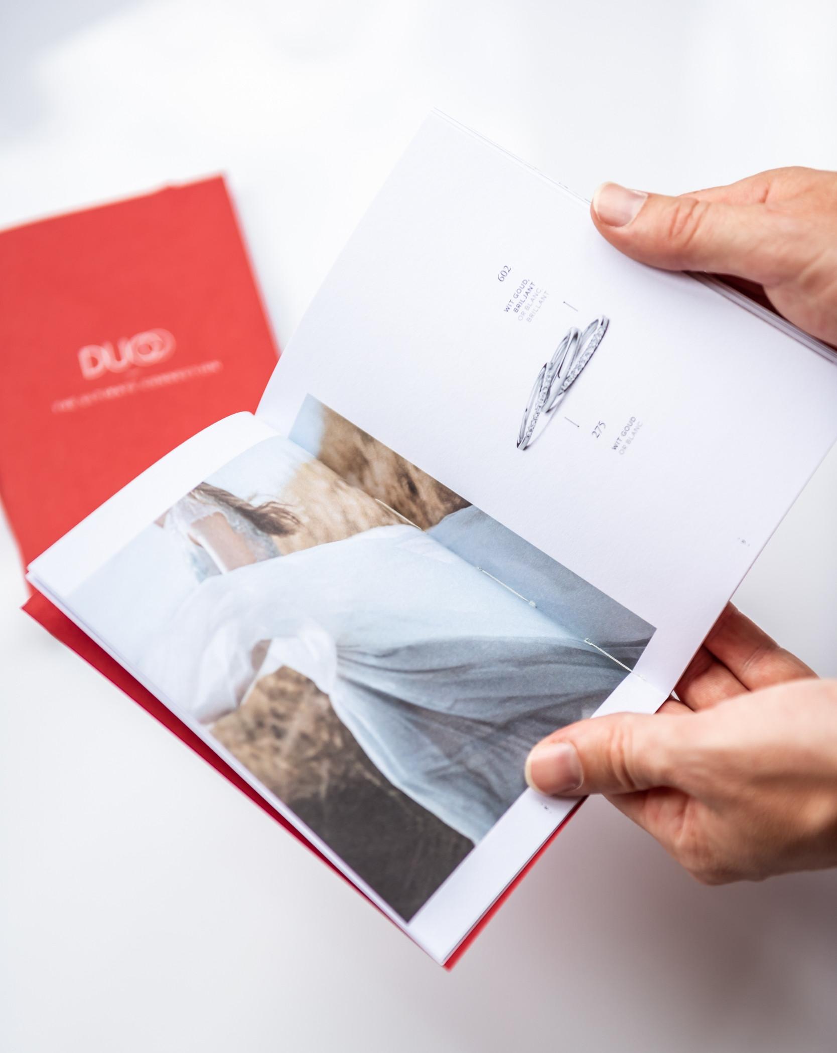 In de lay-out van de brochure wordt afwisselende content gebracht