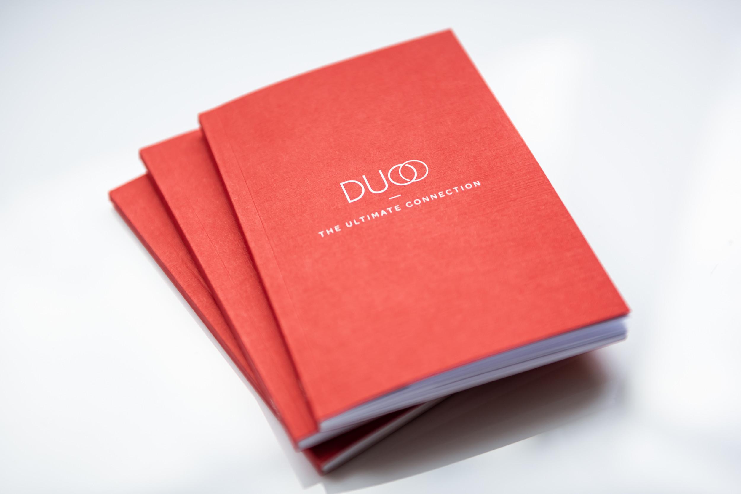 Een mooie folder of brochure die overtuigt? Contacteer communicatiebureau Capone uit Kortrijk.