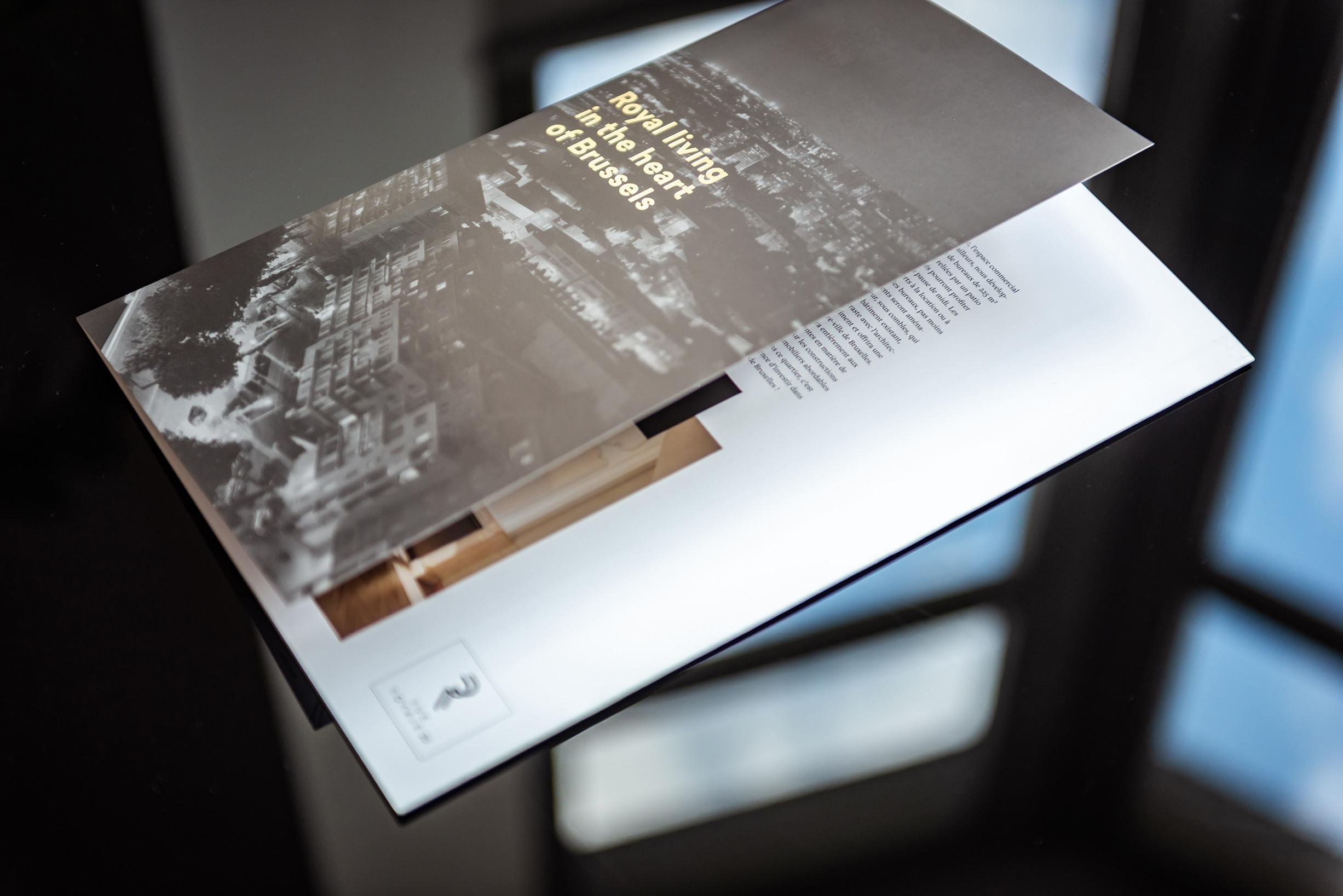 Een bijzondere lay-out versterkt de uitstraling van je bedrijf - zoals hier het geval is in de brochure van Rue Royale 33