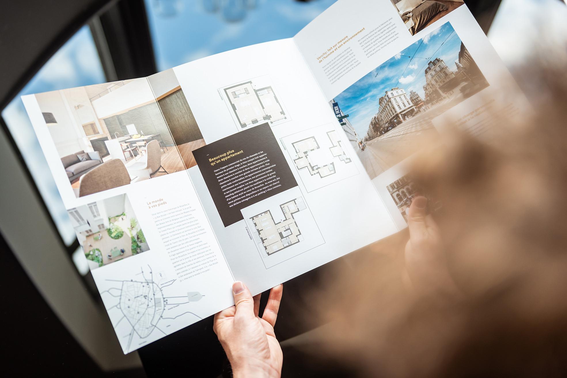 De brochure van Rue Royale 33 kreeg dankzij het grafisch ontwerp en de bijzondere afwerking een high end-uitstraling