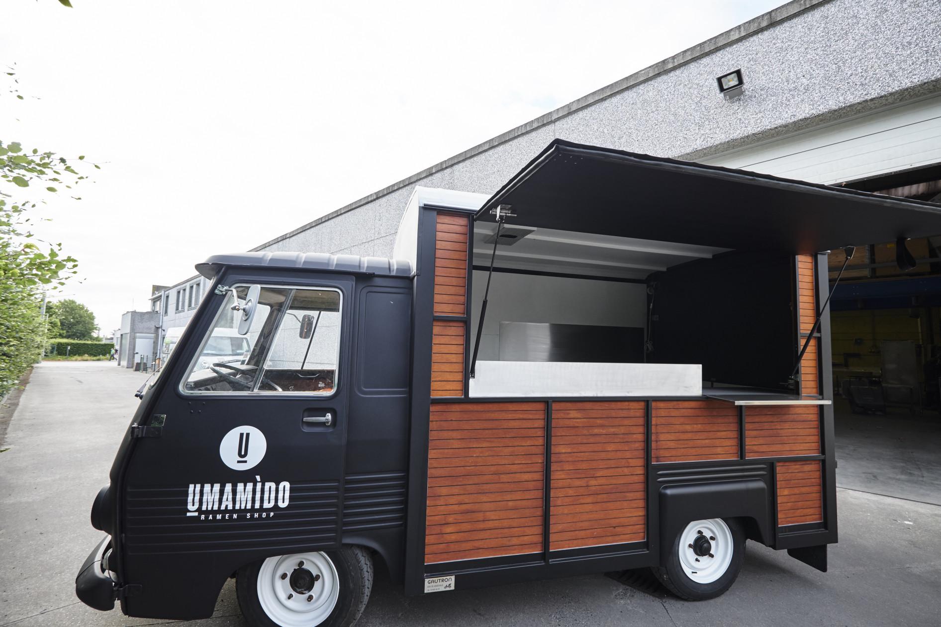In opdracht van Umamido mochten wij deze ubercoole foodtruck inrichten ! Een clean en compact...
