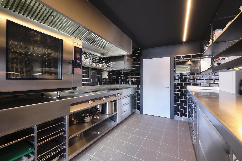 Een gastronomische bistrobar, waar fijne gerechten en topproducten gebracht worden in een...