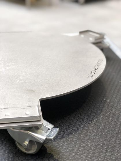 RVS AISI 304 5mm plaat met positionering profiel tbv de poten voorzien van 3 zwenkwielen met...