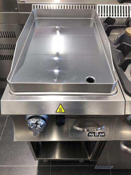 Gladde gasplaatop open stand  Het werkblad is van roestvrij staal AISI 304 18/10 met...