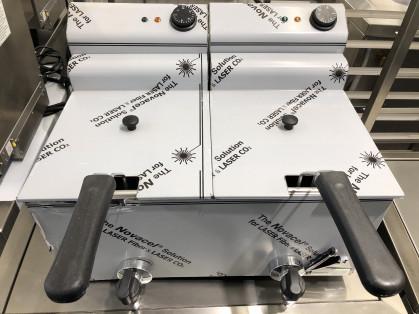 Afmetingen 530 x 420 h360mm Spanning 230V 2x 3,3kW (2 aparte stekkers; 2 aparte stopcontacten...