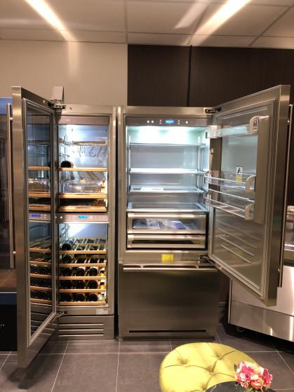 Deze Fhiaba koelkast is voorzien van een koelcompartiment met in hoogte verstelbare leggers via...