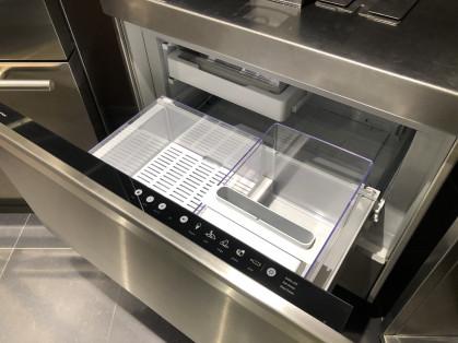 De CoolDrawer is ontworpen om te veranderen van koeler naar vriezer door slechts een druk op...