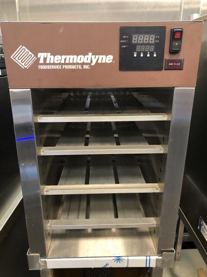 Thermodyne's 300NDNL aanrecht slow cook and hold biedt voedselkwaliteit en keukenefficiëntie...