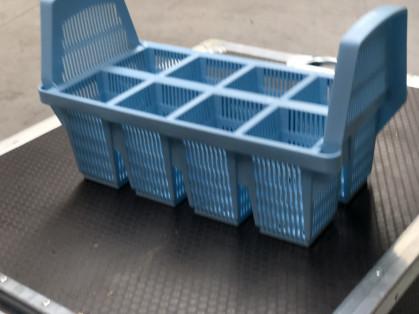 voorzien van geintegreerde beugels - stapelbaar - 8 vakjes - kleur licht blauw