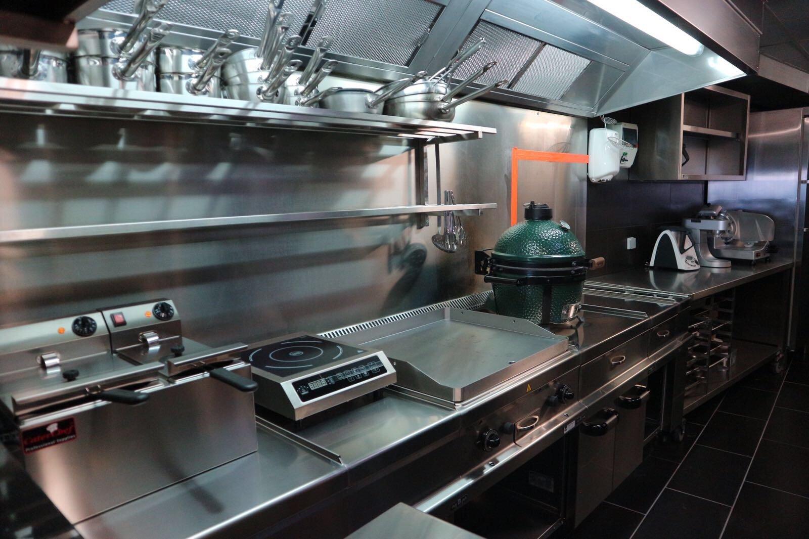 Met succes mochtten wij de keuken van het nieuwe eethuis van dit jonge ambitieuze koppel...